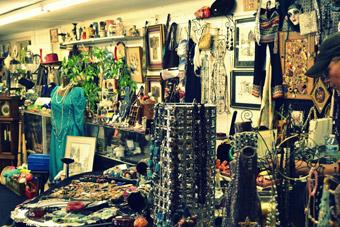 Vintage jewellery market