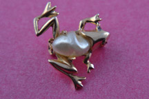 Gilt Frog Brooch With Faux Pearl