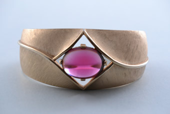 Gilt Trifari Vintage Bangle With Red Stone