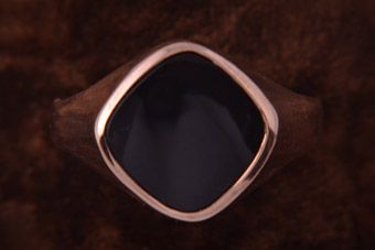 9ct Gold Vintage Ring With Onyx