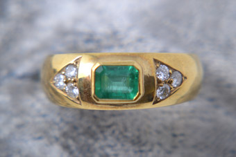 18ct Yellow Gold Vintage Ring With Emerald And Diamonds