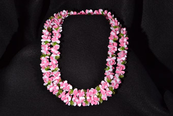 Plastic Vintage Hawain Lei Necklace