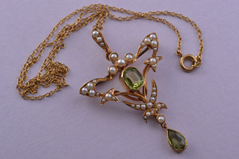 15ct Yellow Gold Victorian Art Nouveau Pendant / Brooch With Peridot And Pearls