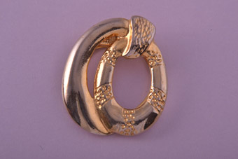 Gilt 1970's Scarf Ring