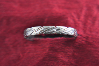 White Gold 1940's Vintage Wedding Ring With Light Engraving