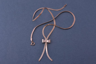 Silver Modern Flat-Link Chain Bow Necklace
