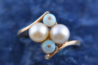 9ct Yellow Gold Retro Ring With Pearls And Opals