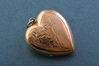 9ct Gold Vintage Heart Locket