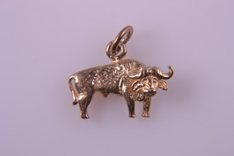 9ct Yellow Gold Modern African Buffalo Charm