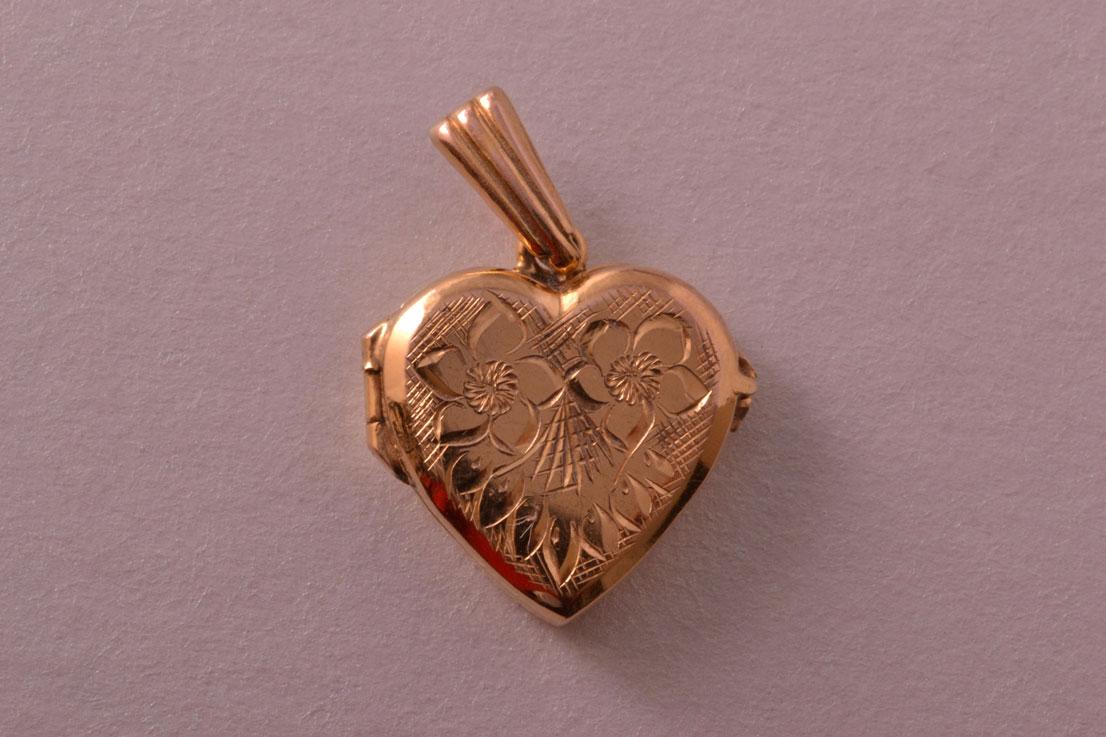 9ct Yellow Gold Vintage Opening Heart Locket Vintage