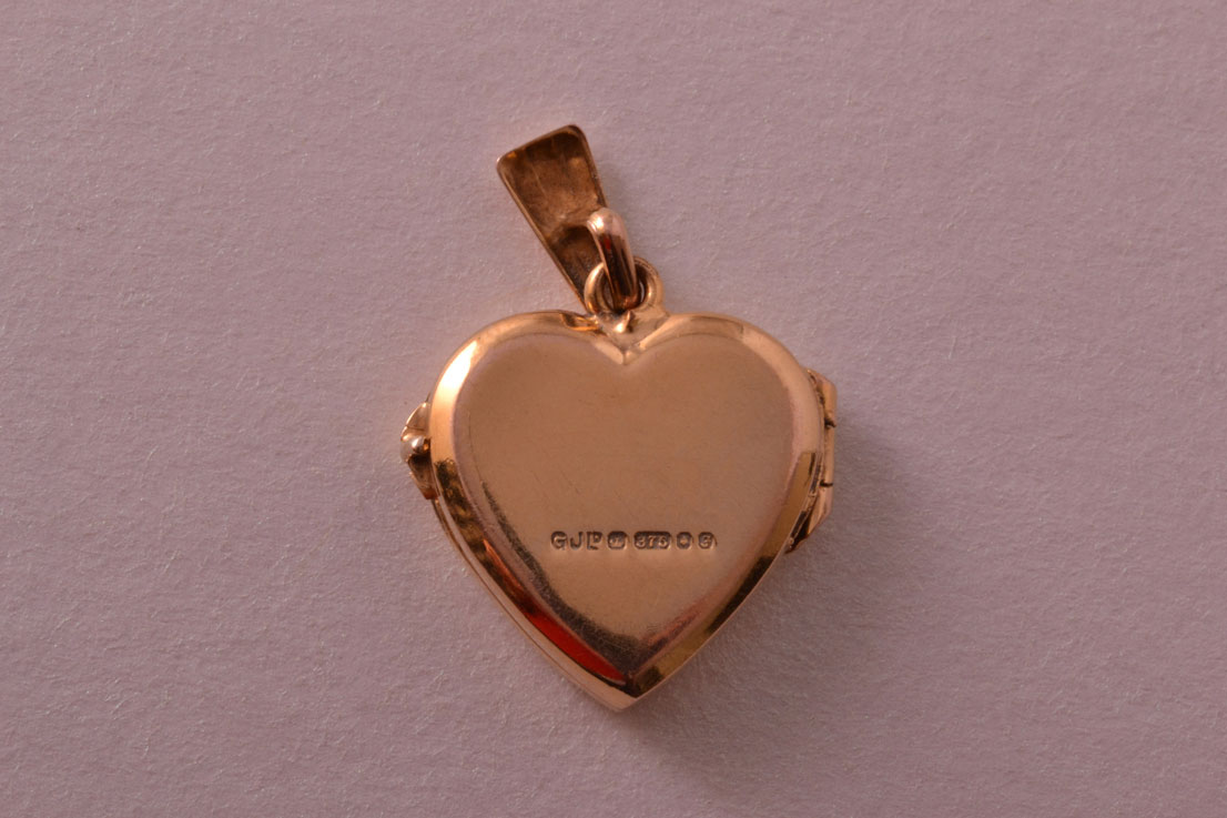 9ct Yellow Gold Vintage Opening Heart Locket Vintage