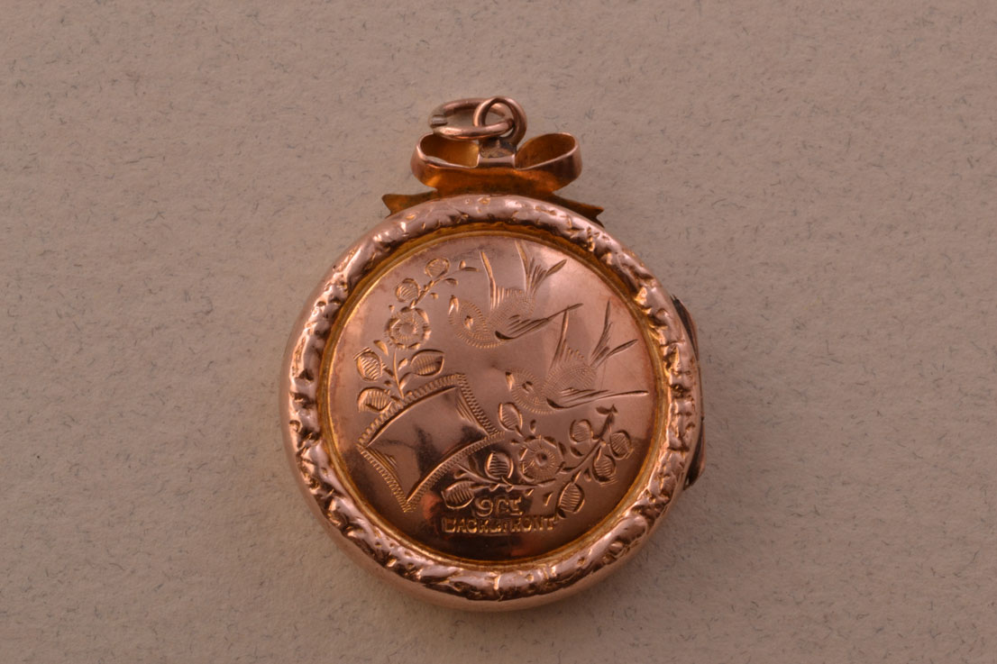 9ct Gold Victorian Opening Locket Antique Jewellery