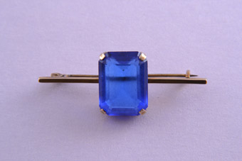 9ct Yellow Gold Retro Brooch With A Blue Stone