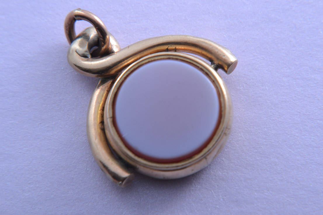 Gold Victorian Round Swivel With Bloodstone And White Agate