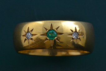 18ct Yellow Gold Vintage Ring With Diamonds And An Emerald