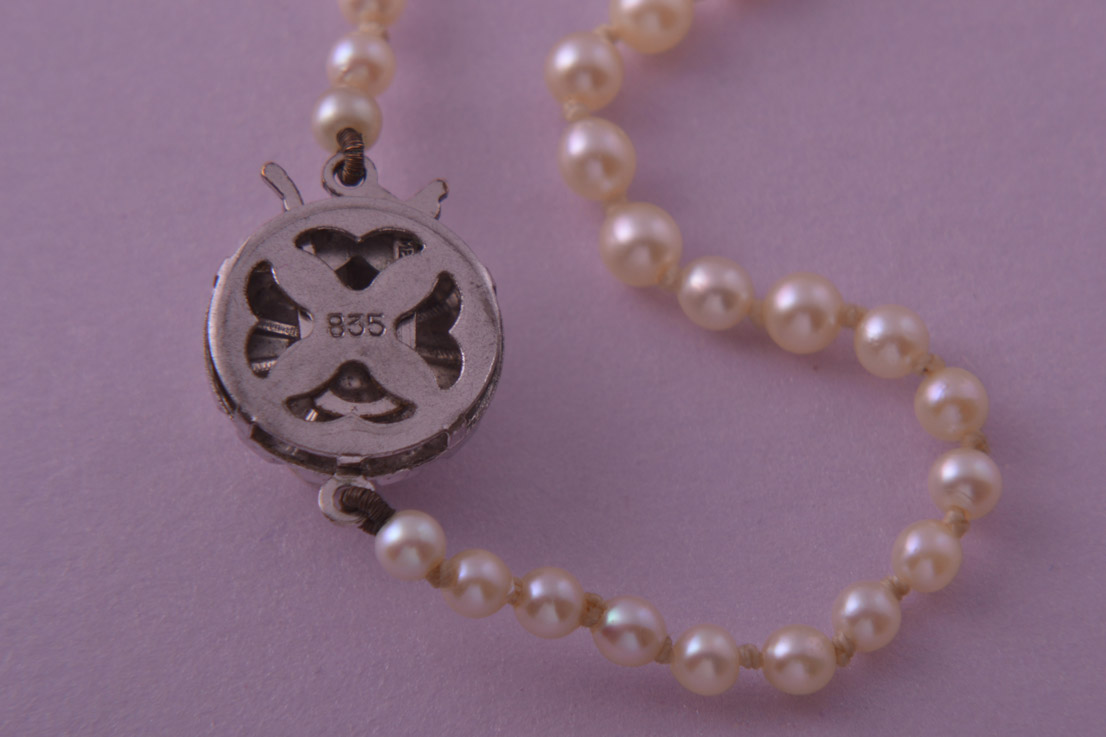 Vintage 1950 S Pearl Necklace With A Silver Clasp