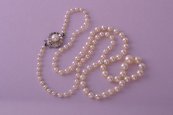 Vintage 1950's Pearl Necklace With A Silver Clasp