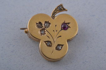 18ct Yellow Gold Victorian Shamrock Brooch With Diamonds And Ruby
