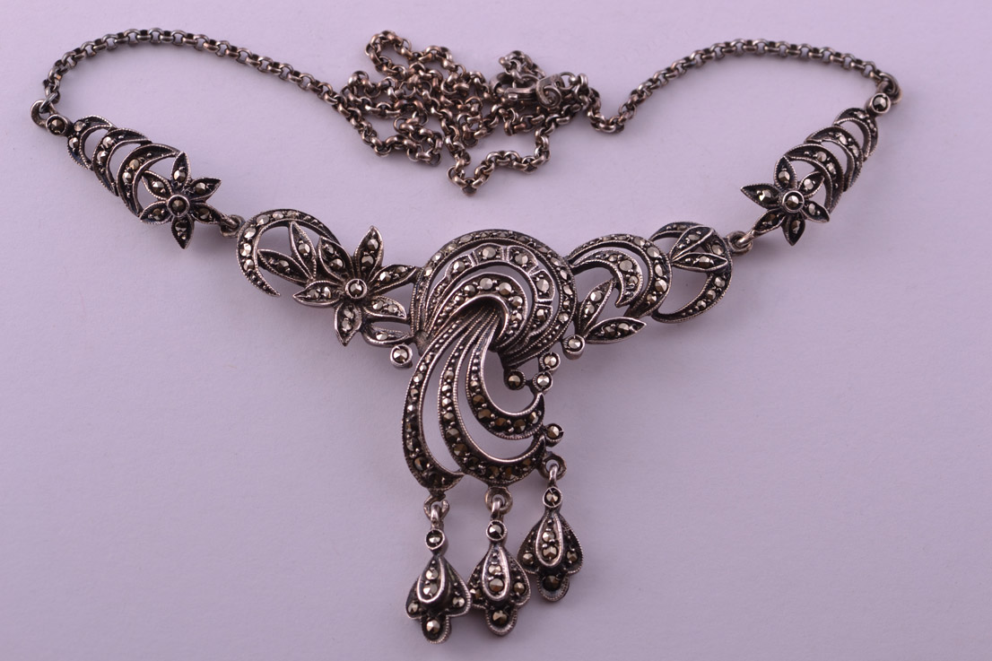 Silver Vintage 1950's Necklace With Marcasite