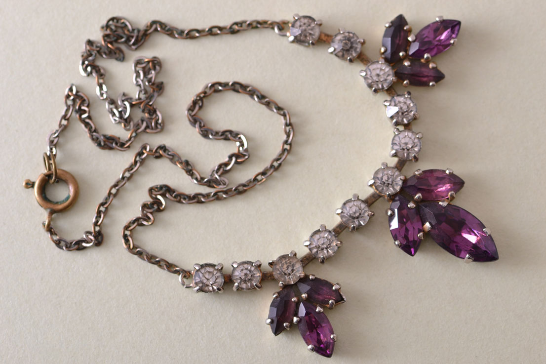 Vintage 1950's Necklace With Paste