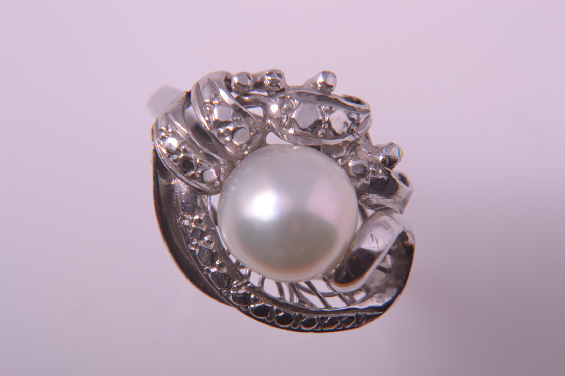 14ct White Gold 1950's Vintage Ring With A Pearl