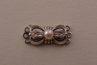 9ct White Gold Vintage Clasp With A Pearl