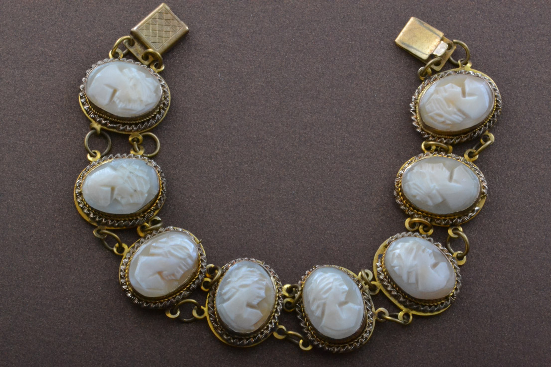 Gilt Vintage Bracelet With Shell Cameos Vintage