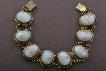 Gilt Vintage Bracelet With Shell Cameos