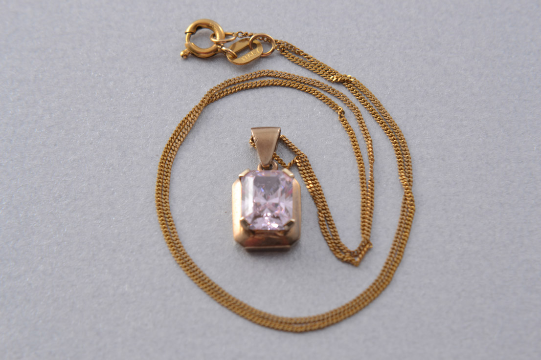 9ct Yellow Gold Vintage Pendant With Pale Pink Cubic