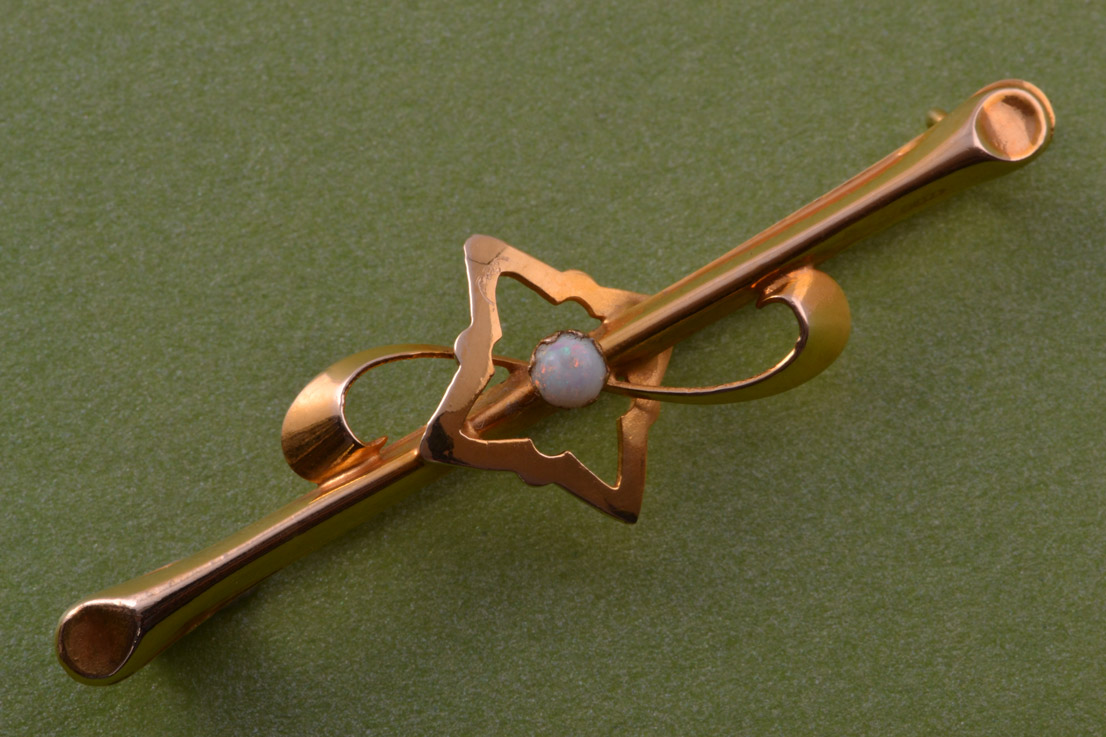 9ct Gold 1940's Brooch With An Opal