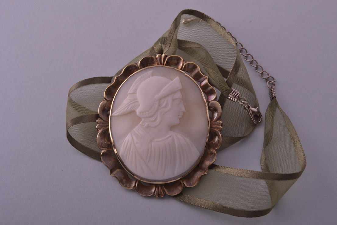 Carved Shell Cameo Victorian Brooch / Pendant