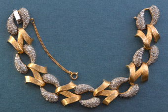 Frosted Gilt Vintage Bracelet With White Paste