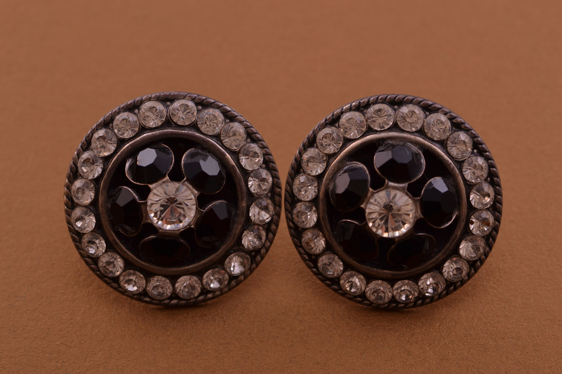 Modern Stud Earrings With Black And White Paste