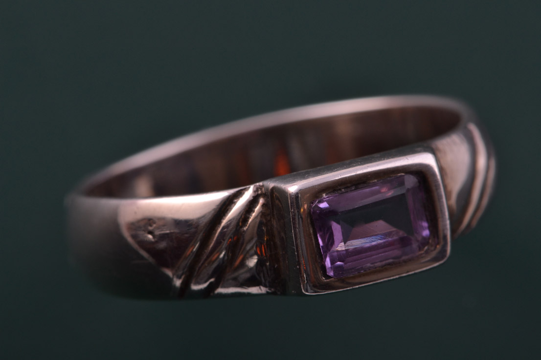 Silver Modern Ring With An Amethyst