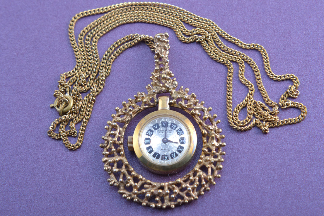 Gilt Retro Tosca Pendant / Watch