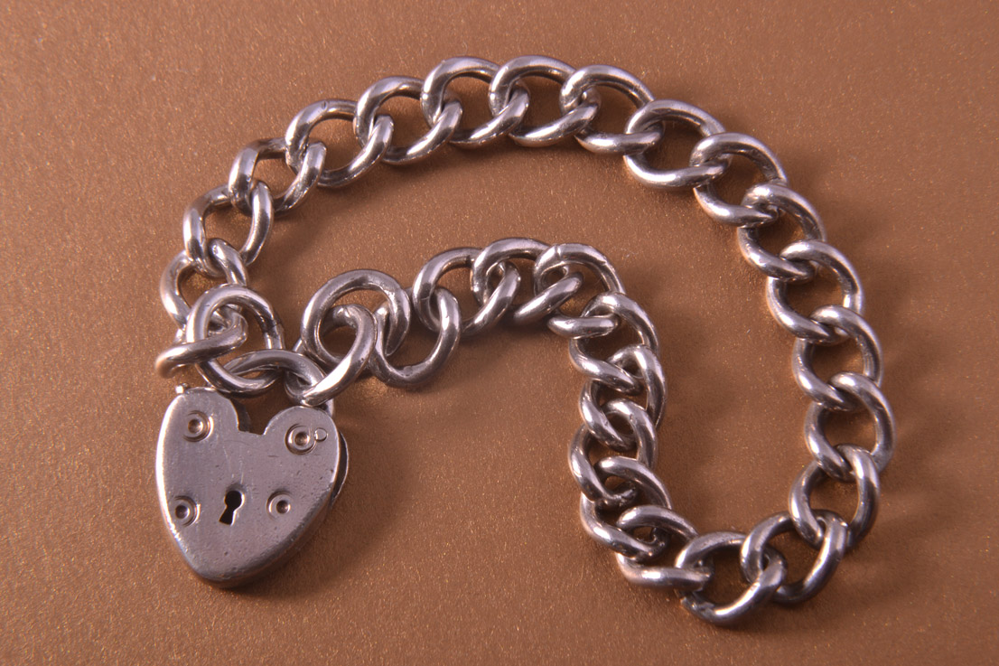 Silver Vintage Curb-Link Bracelet With Heart Padlock Clasp