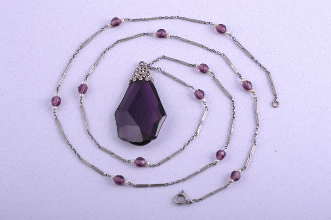 Art Deco Necklace With Glass Beads