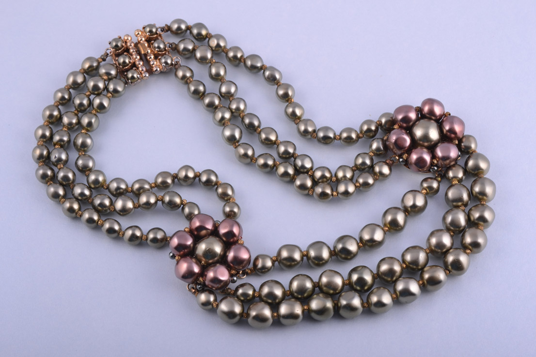 1950's Necklace With Glass Faux Pearls