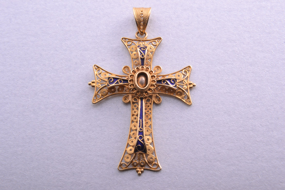 18ct Yellow Gold Filigree And Enamel Latin Cross