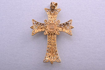 18ct Yellow Gold Cross