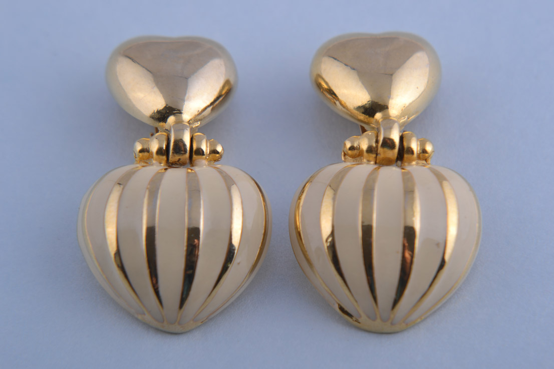 Gilt And Enamel 1980's Heart Clip On Earrings