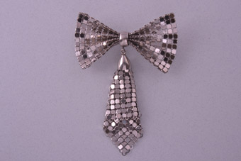 Chainmail 1950's Bow Brooch
