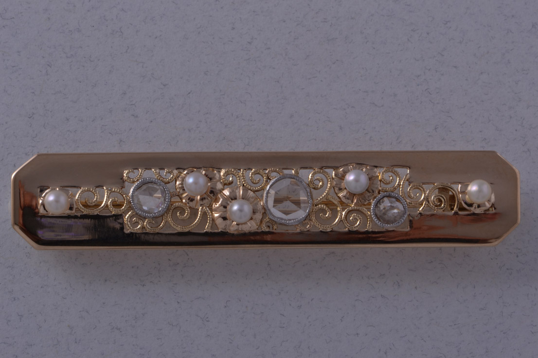 14ct Yellow Gold Vintage Brooch With Diamonds And Pearls