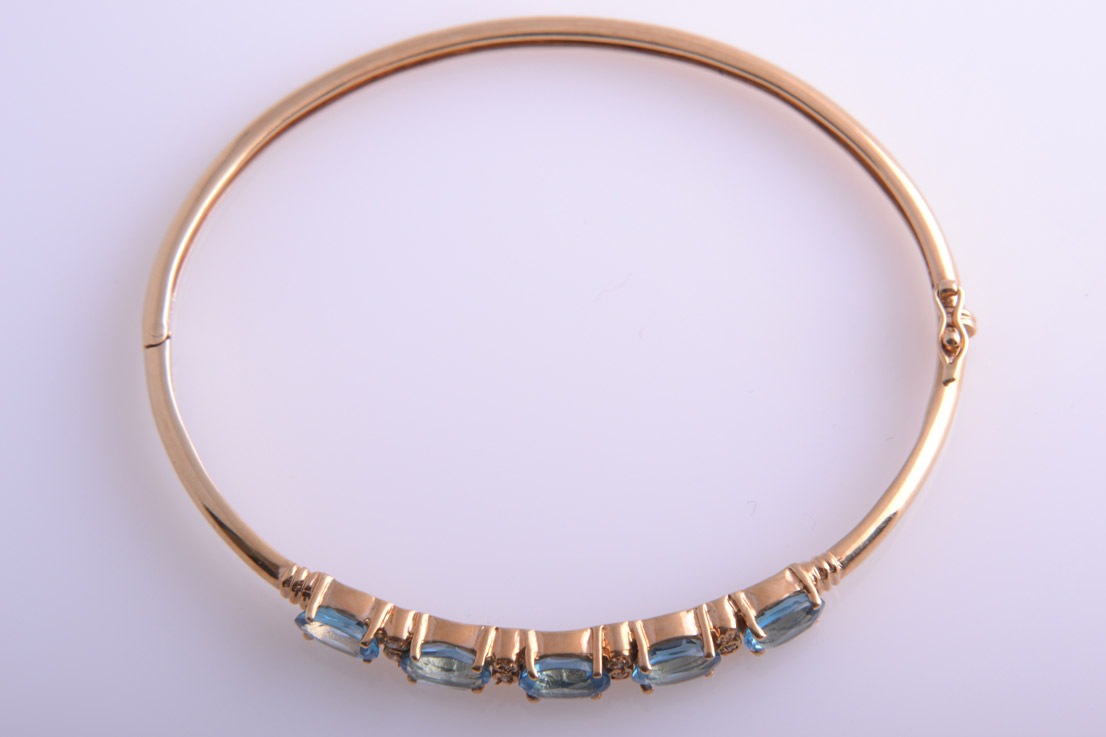 14ct Yellow Gold Modern Bangle With Blue Topaz And