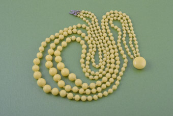 1950's Necklace With Lemon-Coloured Glass Beads