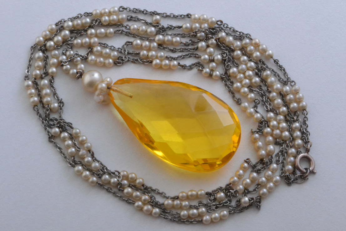 Art Deco Necklace With Glass And Faux Pearls
