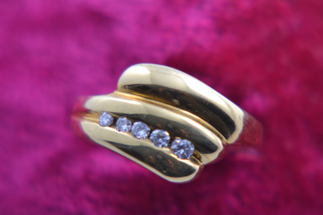 18ct Yellow Gold 1980's Retro Ring With Diamonds