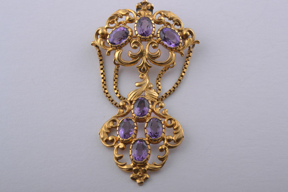 9ct Yellow Gold Pendant / Brooch With Amethysts