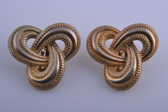 Gilt 1980's Clip On Earrings