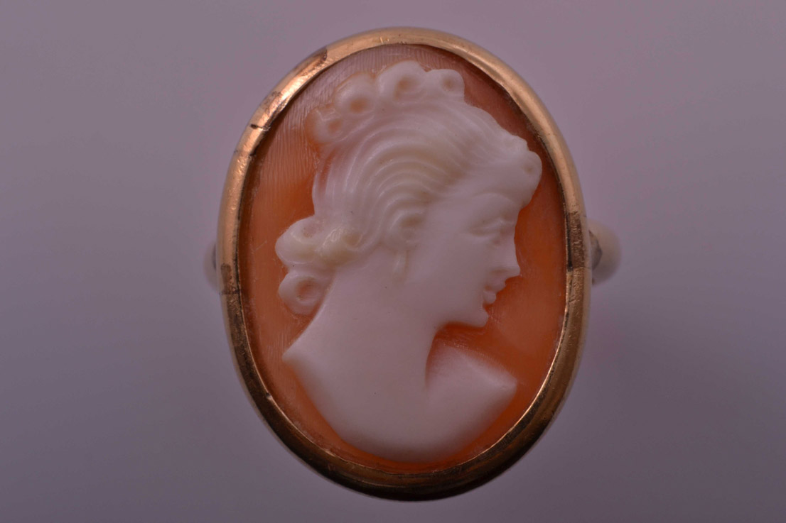 18ct Yellow Gold Vintage Ring With Cameo
